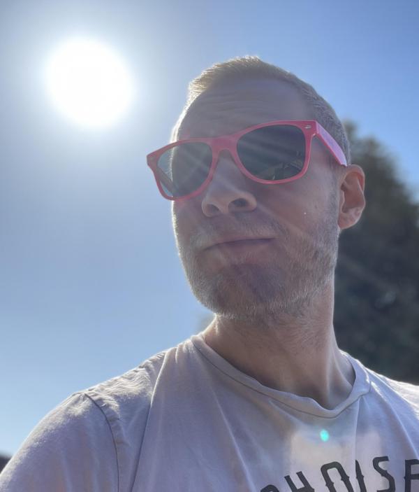 den mandige elg sunglasses pink 4